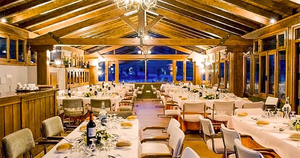 Una comunión, cena de empresa, reunión familiar, cena informal con los amigos y cualquier otra clase de evento lo podemos organizar aquí en el salón social del hotel rural. solicita información.