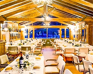 Salón social. Es un salón que destinamos en el hotel como salón multiusos para la celebración de eventos, talleres, conferencias, cursos, cenas, comuniones.. Una belleza de sitio